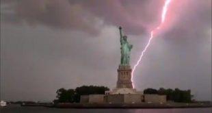 Video: El momento en que un rayo impactó contra la Estatua de la Libertad