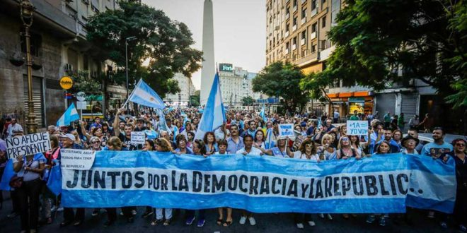 #17ASalimosTodos y #17AYoVoy, los hashtags que convocan a la marcha de hoy