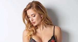 Jésica Cirio posó completamente desnuda en la bañera