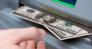 """Los bancos suspendieron la venta de dólares para """"adaptar sus sistemas informáticos"""""""