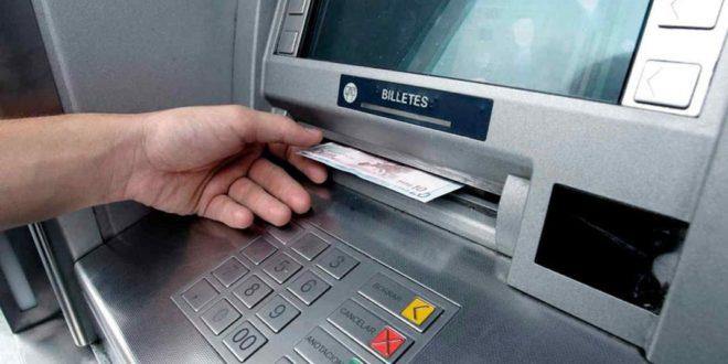 Dejará de ser gratuito utilizar los cajeros automáticos de otros bancos