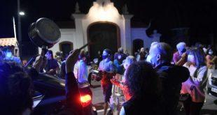 Video en vivo : Cacerolazo en Olivos por la suspensión de las clases presenciales