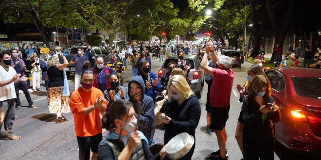 Video : #ahora #Cacerolazo frente a la Quinta de Olivos contra las restricciones anunciadas