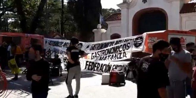 """Gastronómicos protestan en la quinta de Olivos: """"Vamos a abrir igual"""""""