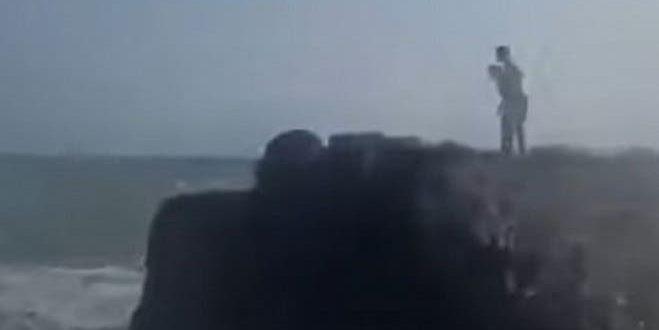 Video: el momento en que dos turistas murieron devorados por el mar